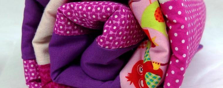 Kuschelige Babydecke in knalligen Farben