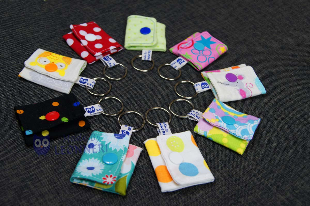 Viele bunte Schlüsselanhänger zum Aufbewahren von Einkaufschips oder Kleingeld
