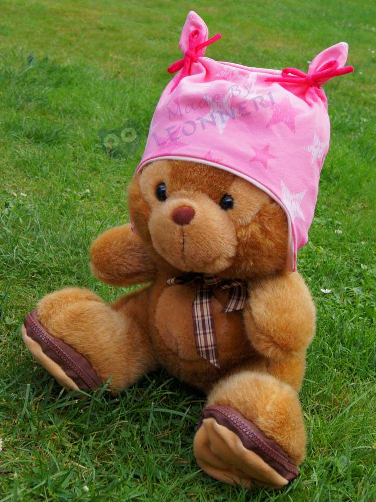 Die Ohrenmütze steht sogar dem Teddy gut ;)
