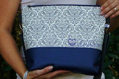 Umhängetasche in blau-grau mit wunderschönem Muster